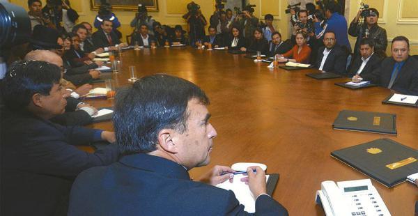 El gabinete del presidente Evo Morales aprobó la resolución para aumentar el monto de contratación