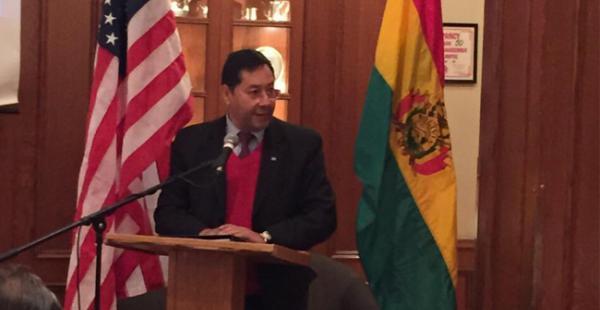 El ministro de Economía, Luis Arce, destacó que el proceso de nacionalización es el pilar del modelo económico de Bolivia
