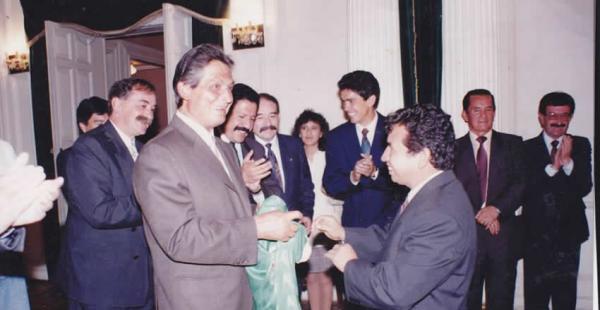 El entonces presidente de Bolivia, Jaime Paz Zamora, le brindó un reconocimiento a la selección por clasificar por primera vez a un Mundial de fútbol. Rodríguez también fue condecorado