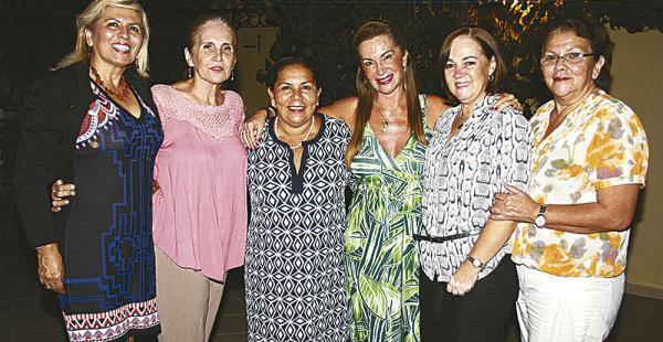Melvy Cottet, Teresita Ortiz, Magaly Lino, Sonia Rivero, Lorena Bowles y Ketty Égüez pasaron  un buen momento