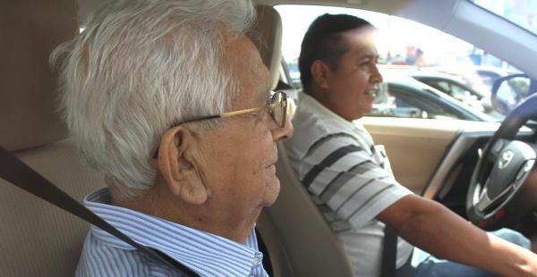 El cardenal Julio Terrazas fue dado de alta de la clínica Incor a las 11:00 del domingo