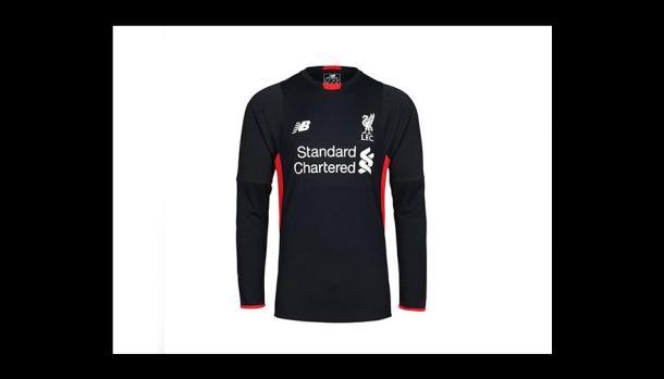 Liverpool FC presentó la camiseta que usará en la próxima temporada. (Foto   Liverpool) (5 de 5) 7159f8a94c30a