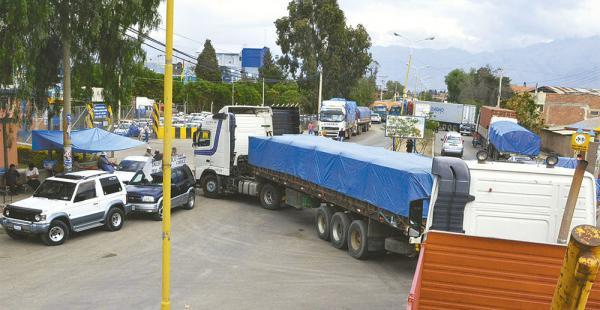 Ayer luego del ampliado los camioneros bloquearon por dos horas el recinto aduanero en Cochabamba