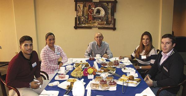 Sebastián Urriolagoitia, Andrea Paz, Juan Carlos Rivero (director de opinión de EL DEBER) Verónica Virreira y Marco Peredo