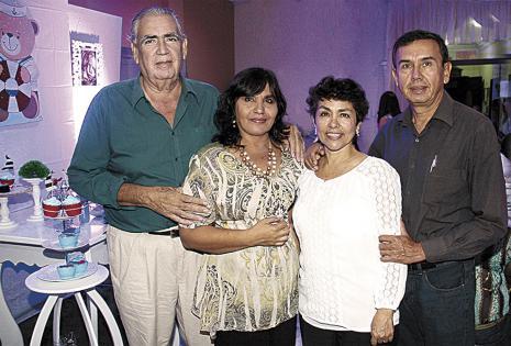 Germán Roca y Maira Salas, Jenny Égüez y José Carlos Lijerón, muy felices