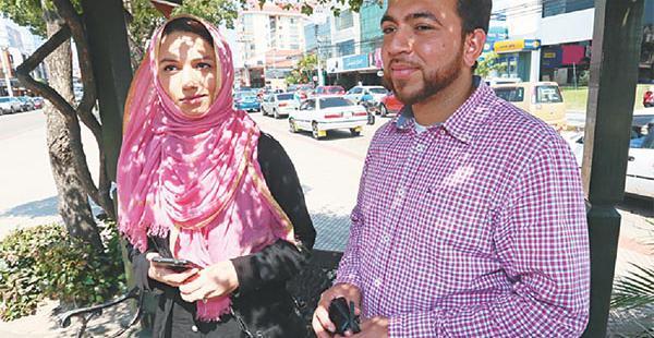 Ghalib Ataul y Nayara Zafar dialogaron con EL DEBER en un café de la avenida Monseñor Rivero. Resaltaron la hospitalidad y la alegría de los jóvenes bolivianos