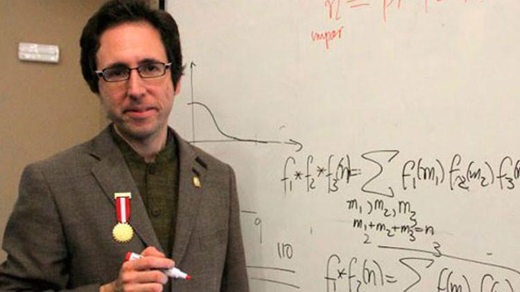 Matemático peruano consigue el reconocimiento mundial por resolver enigma matemática