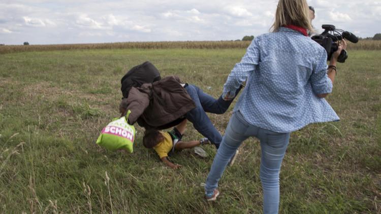 Ofrecen trabajo en España al refugiado pateado por una periodista húngara