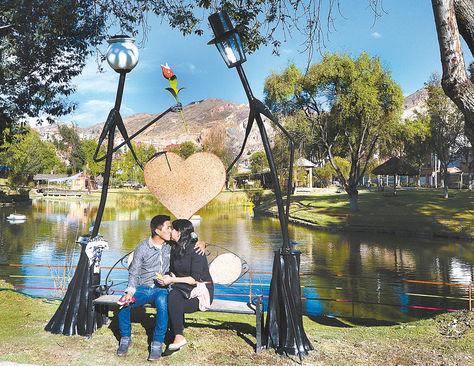 Atractivo. La 'banca de los enamorados' será inaugurada el lunes en el parque de Cota Cota.