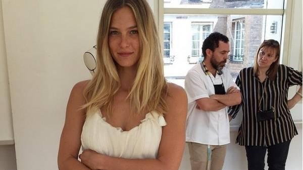La modelo israelí Bar Refaeli adelanta su vestido de novia en su cuenta de Instagram. (@barrefaeli)