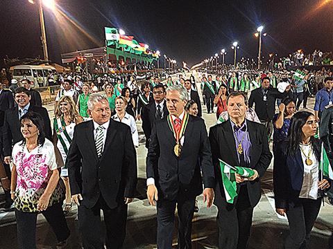 Desfile-civico-militar-en-conmemoracion-a-Grito-Libertario-de-Santa-Cruz-