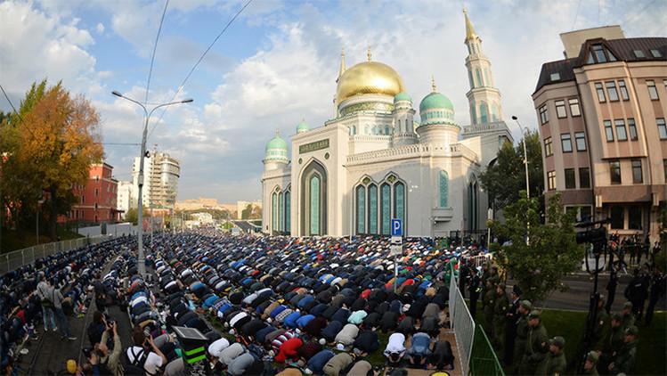 FOTOS: Casi 150.000 musulmanes festejan la 'Celebración del Sacrificio' en Moscú