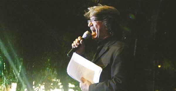 Desde hace 20 años que anima las noches de concierto en la Feria Exposición de Santa Cruz. Además, asiste a todos los eventos que lo invitan para animar.
