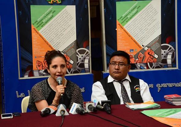 La jefa nacional de Extranjería y Pasaportes, María Eugenia Schmidt, ayer en Cochabamba. - Hernán Andia Los Tiempos