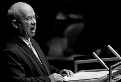 Nikita Kruschev reaccionó ante las acusaciones de que la URSS despojó de sus derechos a los países de Europa del Este.