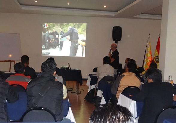 Taller de capacitación a agentes de grupos especiales de la Felcn, ayer en La Paz. - Los Tiempos Foto | Los Tiempos