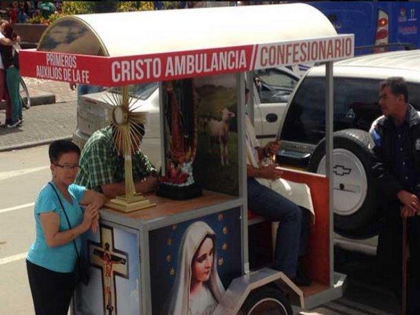 """Colombia: Cura va tras """"ovejas descarriadas"""" en """"cristoambulancia"""""""