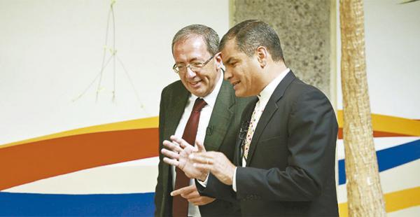 entrevistando a Rafael Correa