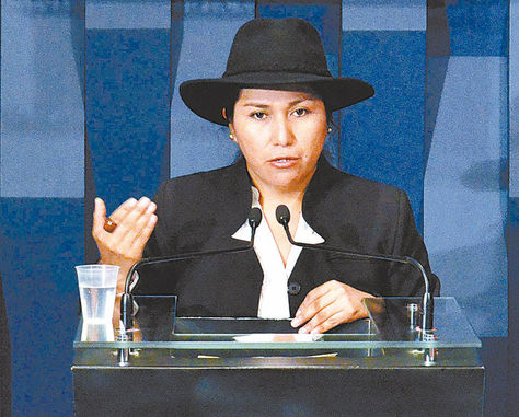 Comunicación. La ministra Marianela Paco en una conferencia, ayer.
