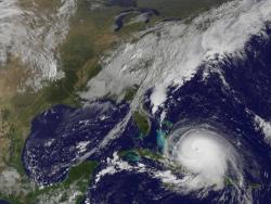 El huracán Joaquín amenaza la seguridad