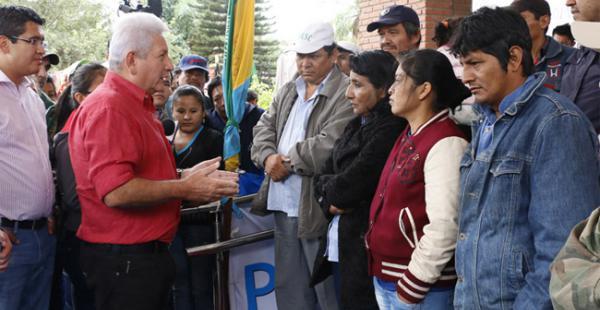 El sábado 3 de octubre el gobernador Costas llegó hasta la vigilia para explicarle que la Asamblea Legislativa Departamental es la instancia que puede recibirlos
