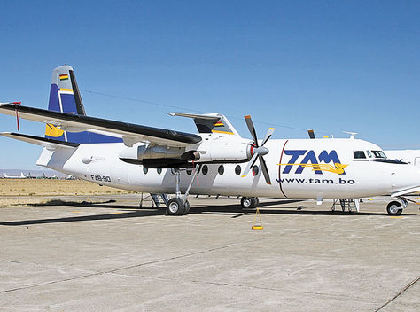 Servicio. Una aeronave de Transporte Aéreo Militar (TAM) estacionada en el Aeropuerto Internacional de El Alto.