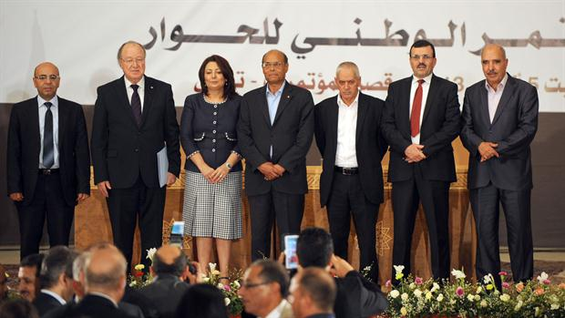 Representantes de los cuatro grupos del Cuarteto, en 2013, con el entonces presidente, el presidente de la Asamblea Constituyente y el primer ministro