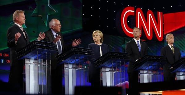 Precandidatos demócratas en su primer debate televisado de cara a la competencia interna de su partido para elegir al aspirante a suceder a Barack Obama en los comicios de 2016
