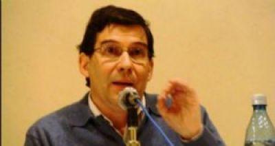 """Raúl Peñaranda cree que gobiernos fuertes son malos para """"libertades del periodista"""""""