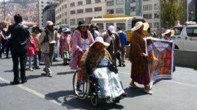 Personas con discapacidad marchan en La Paz por el respeto a sus derechos