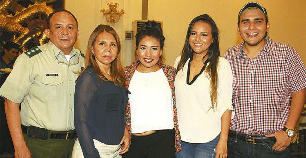 Sabino Guzmán, Martha Dávila de Guzmán, los hermanos Claudia Lorena, Marioly y Adonay Guzmán
