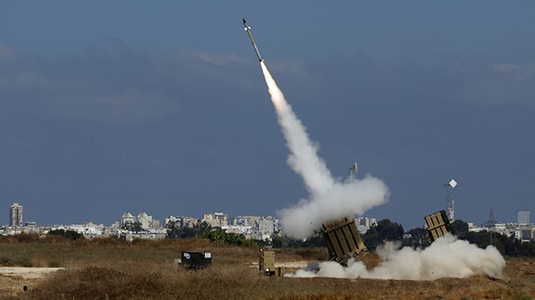 Sistema Cúpula de Hierro lanza un misil interceptor cerca la ciudad sureña israelí de Ashdo