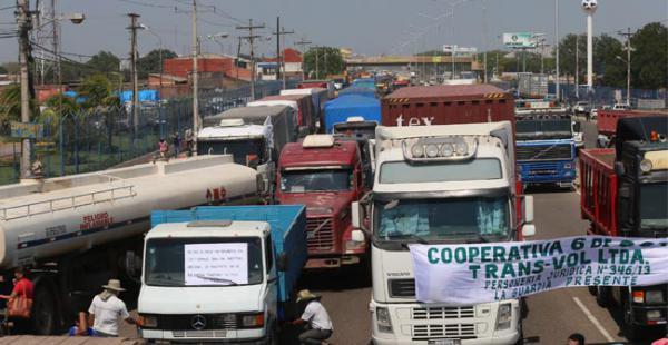Al menos 50 camiones mantienen cerrado el ingreso de ALBO desde el lunes 19 de octubre