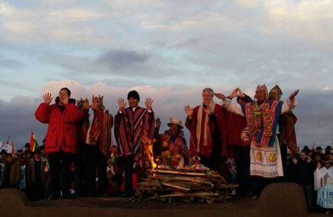 En Tiwanaku Evo Morales se reunió con su gabinete a los nueve años, ocho meses y 27 días de Gobierno, con ellos celebró el récord con el que supera a Andrés de Santa Cruz. Fotos: Rubén Ariñez.