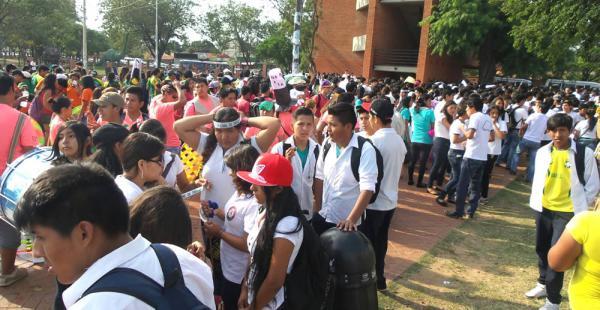 Los estudiantes con pancartas en mano, estribillos y teatro participaron de la marcha cuyo fin es concienciar contra el eso de las drogas