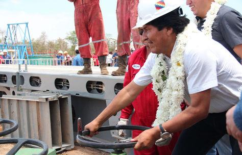 Morales en el pozo exploratorio Dorado Oeste en Santa Cruz, este viernes