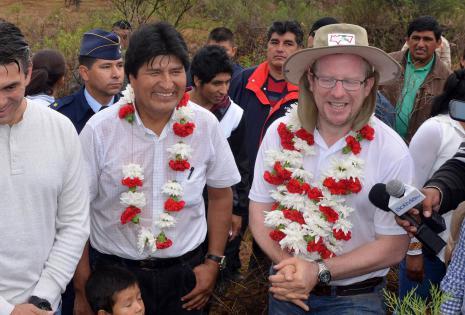 Evo Morales plantó 11 árboles en San Andrés, Tarija
