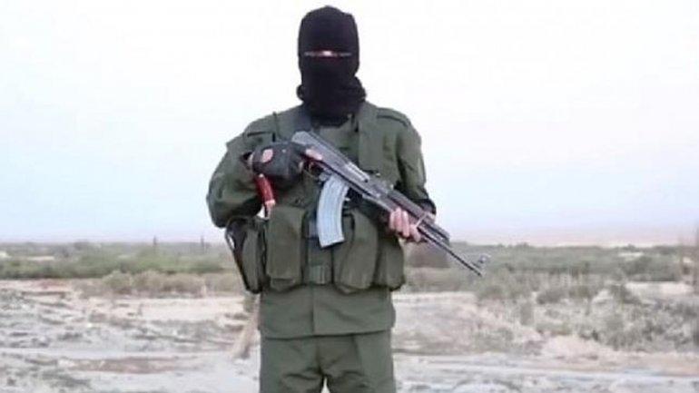 Imagen del video en el que ISIS llama a un segundo holocausto hablando en hebreo