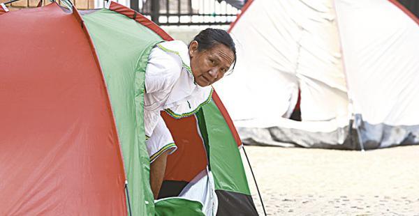 En campings descansan las personas que están en vigilia