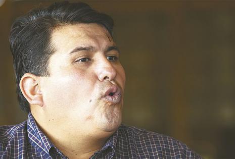 René Troncoso es dirigente gremial desde hace más  de 10 años. Confecciona blusas y trajes de baño
