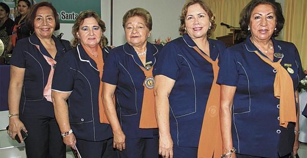 Damas asociadas. Ana Josefina Miranda, Elda Pardo, Rosario Salas, Flor Durán y Dora Vaca Antelo