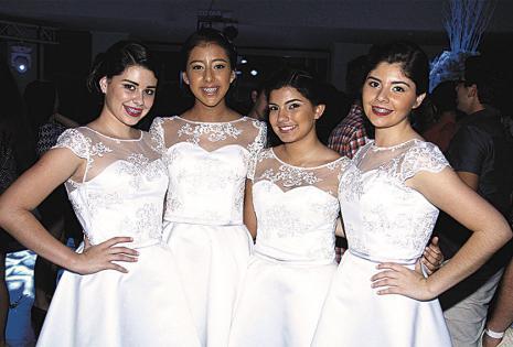 Irene Justiniano, Sofía Paz, Valentina Asbún y Mayda Anglarill con lindos diseños blancos