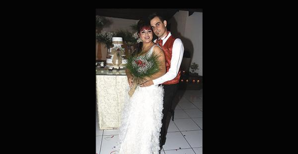 Eder Santiago y Pilar Justiniano, esposos después de ocho años y dos hijos