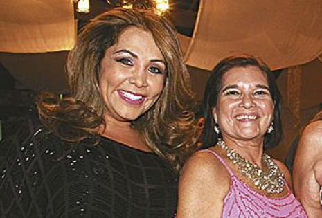 Giovanna Moreno  en compañía de Mabel López