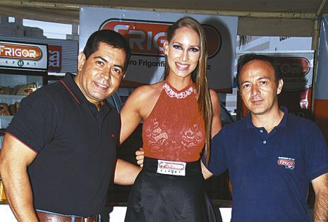 Mauricio Caballero, Kelly Entrambasaguas y Hugo Bedregal se encargaron del churrasco