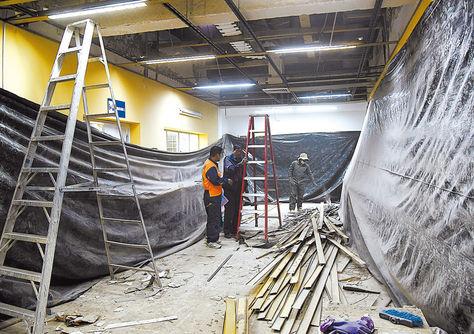 Trabajo. Obreros avanzaron el 30% de la reparación de los techos.