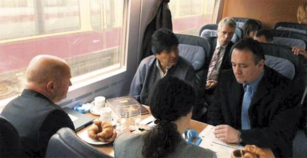 El presidente Morales viajó ayer en tren desde Berlín a Hamburgo, en su segundo día de visita a Alemania