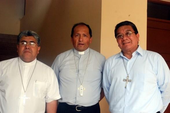 Directiva de la Conferencia Episcopal Boliviana Monseñor Oscar Aparicio (i), Monseñor Ricardo Centellas (c) y Monseñor Aurelio Pesoa (d). | Foto: CEB -  .   Agencia