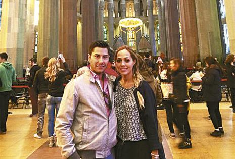 Sabe cómo enamorar a una mujer, le preguntó si quería ser su esposa en el balcón de Julieta, en Verona, Italia.