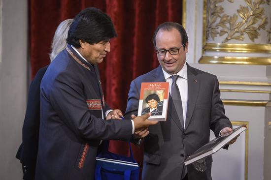 El presidente Evo Morales junto a su homologo francés François Hollande. - Efe Agencia